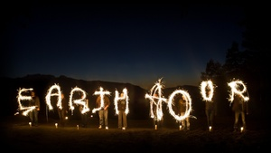 © Jeremiah Armstrong/WWF Canada - EARTH HOUR Schriftzug